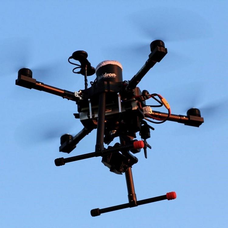 Drone multirotore equipaggiato con sensore ottico